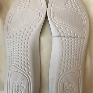 Yeezy350 sesame Mens size 5 and womans size 6.5